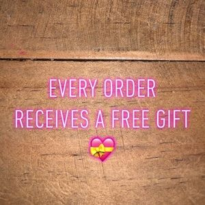 Jewelry - Every single order comes with a free gift 💝